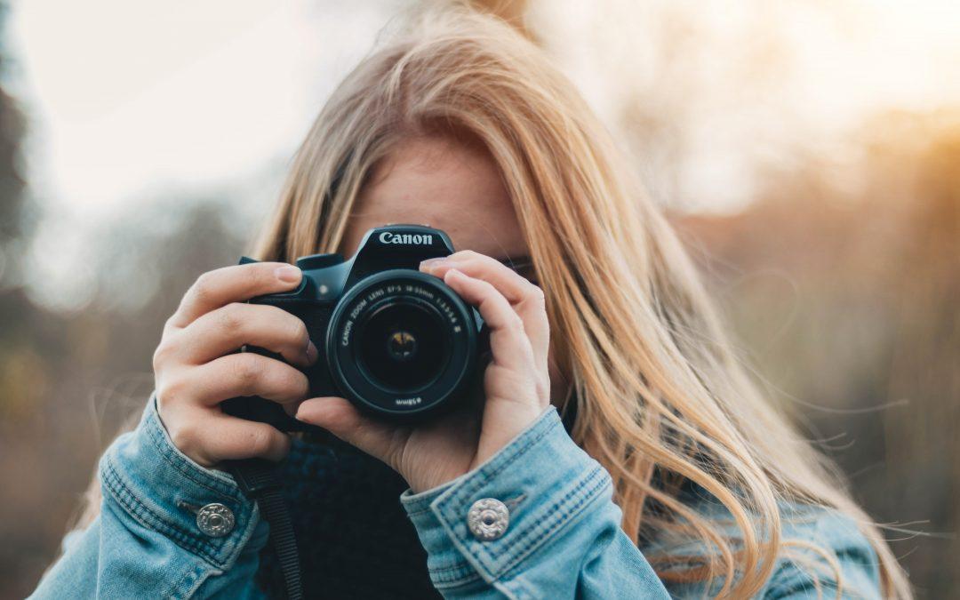 Stil en fotobog på bogreolen