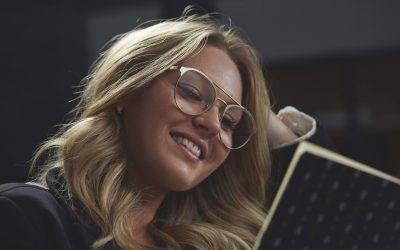 Sådan vælger du læsebriller, som komplimenterer dig